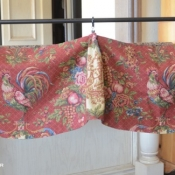 19-Red Rooster Floral Valance