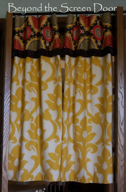 18 Yellow Damask Panels With Contrasting Patterned Cuff