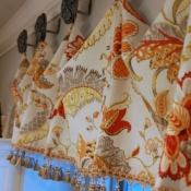 16-Droop Valance with Medallions