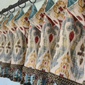 11-Droop Valance with Beaded Trim