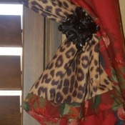 11-Floral curtain with leopard lining