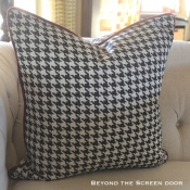 28E-Houndstooth Pillow
