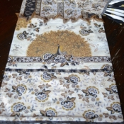 25A-Peacock-Table-Runner