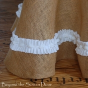 24A-burlap-table-skirt-5