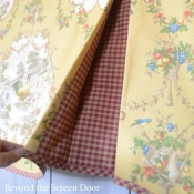 13-Contrating-Pleats-in-Scalloped-Valance