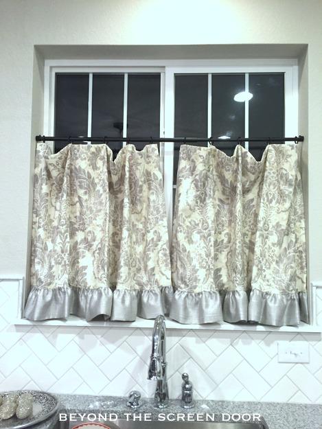 Cafe Curtain with Ruffled Hem