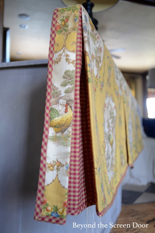 End Pleats on Scalloped Valance