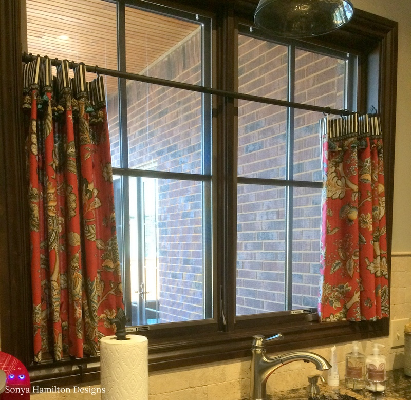 Kitchen Cafe Curtain A Bold Fabric Combination And A Mud