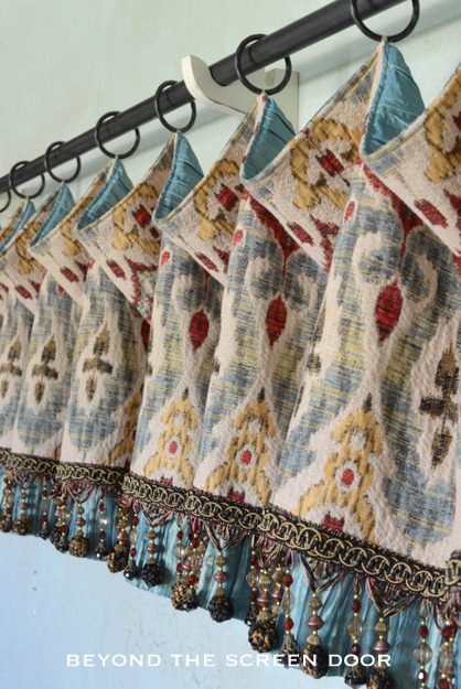Multi-Colored Droop Valance with Contrast Lining and Beaded Trim