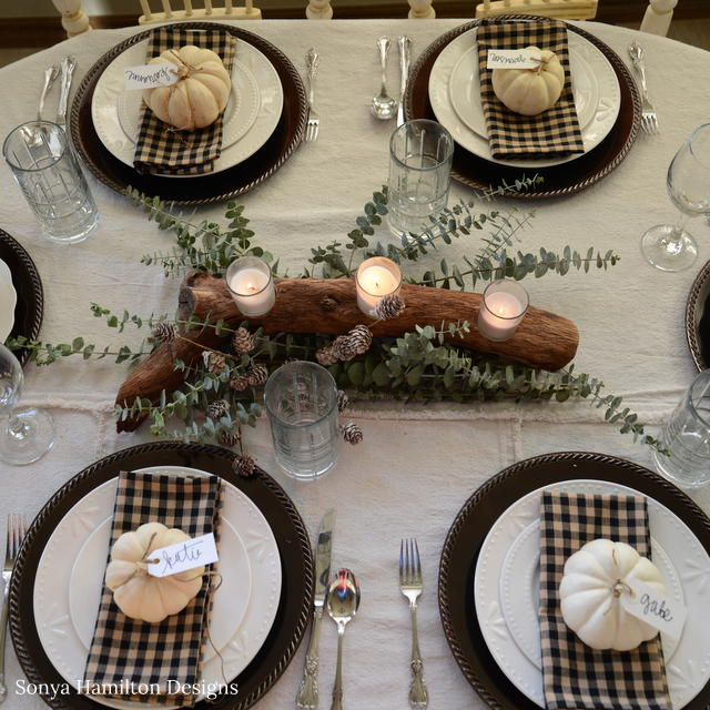 woodsy holiday tablescape & centerpiece