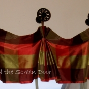 20-Pleated Valance with Medallions