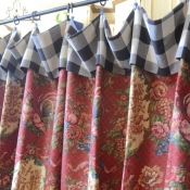 42-Red Rooster Floral Cafe Curtain with Black check cuff