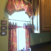 25-Handkerchief Valance and Cafe Curtain