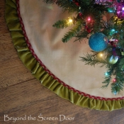 14-Tree Skirt With A Velvet Ruffle