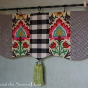 12-scalloped-valance-with-tassel