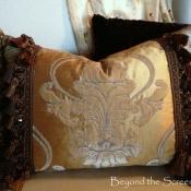 16D-gold-brown-ruffled-pillow