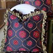 15E-Double Ruffled Pillow