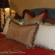 19E-master-bedroom-pillows