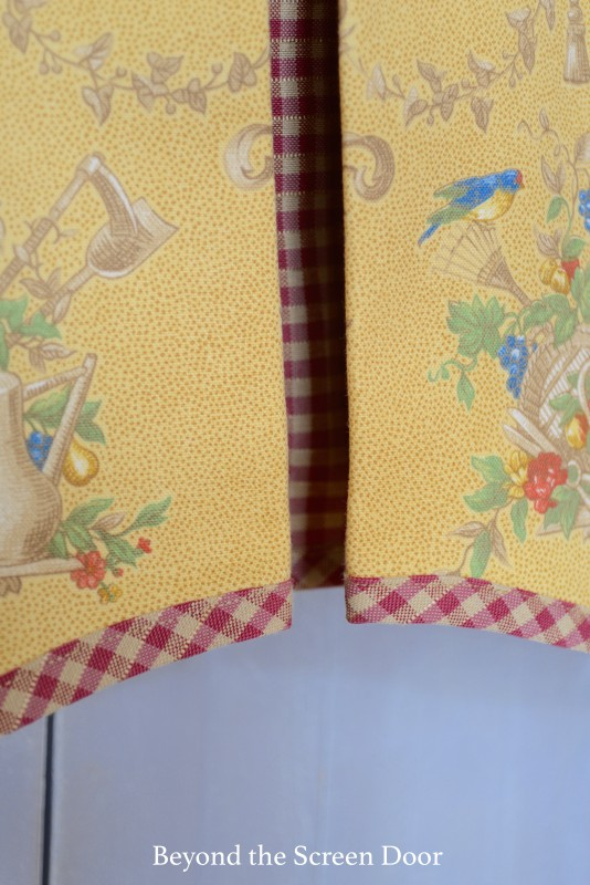 Contrasting Pleats and Bias Trim on Valance