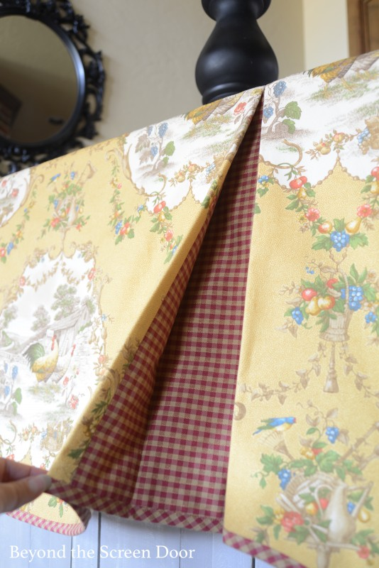 Contrating Pleats in Scalloped Valance