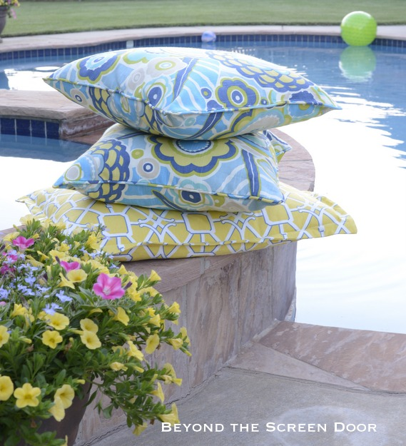 How to Make Inexpensive Outdoor Pillows