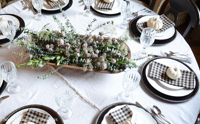 How To Make An Easy Holiday Tablecloth
